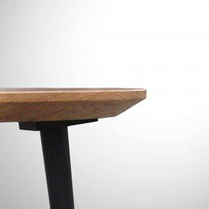 ITG4006_Detail-Tischplatte_Abgeschrägte-Tischplattenkante_Kante-filigran_leichte-Optik_Eiche
