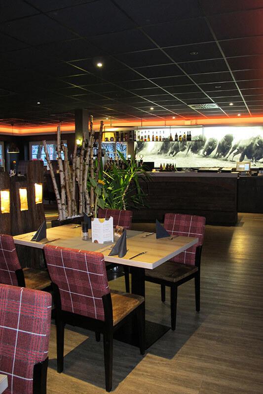 Steakhouse-Wittenburg (100)_Stimmung-Restaurant_Restaurantstuhl_Stuhl-rücken-karriert